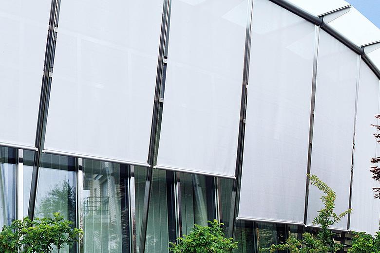 UNIVERSAL MAXI US3910 kompakte Fassadenmarkise mit verschiedenen Führungen für verschiedenste Anwendungsmöglichkeiten auf Balkonen, Wintergärten oder an Fassaden