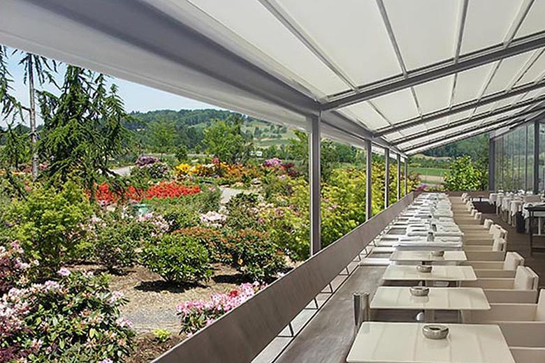 Rivera P5000 koppelbares, multifunktionales Terrassendach mit integrierter Faltmarkise und optionaler LED-Beleuchtung und Seitenverglasung