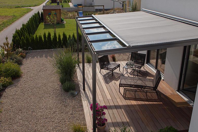 TERRADO GP5100 / GP5110 Glasdachsystem als Überdachung mit integrierter Markise für optmialen Sonnenschutz